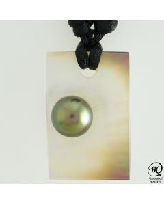 Unisex Nacre Pendant with Tahitian Pearls by MANAPEARL TAHITI
